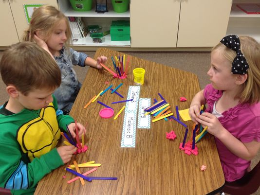 Wisconsin Rapids - Woodside K Students in STEM lesson